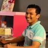 Fazla adalah individu yang bertanggungjawab dalam perihal pemasaran One Piece Bakery. Dia meminati dunia pemasaran online dan menggunakan kemahiran beliau dalam One Piece Bakery